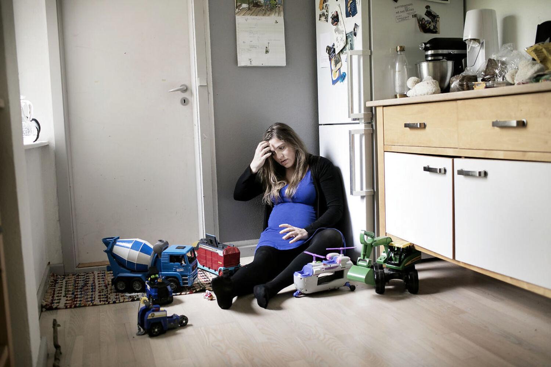 I sin første bog diagnosticerede Stine Pilgaard præcist de nybagte fædres »rastløse energi« og kvaler med søvnmangel og work/life-balance. Siden er hun selv blevet mor og har nummer to på vej. Foto: Tor Birk Trads