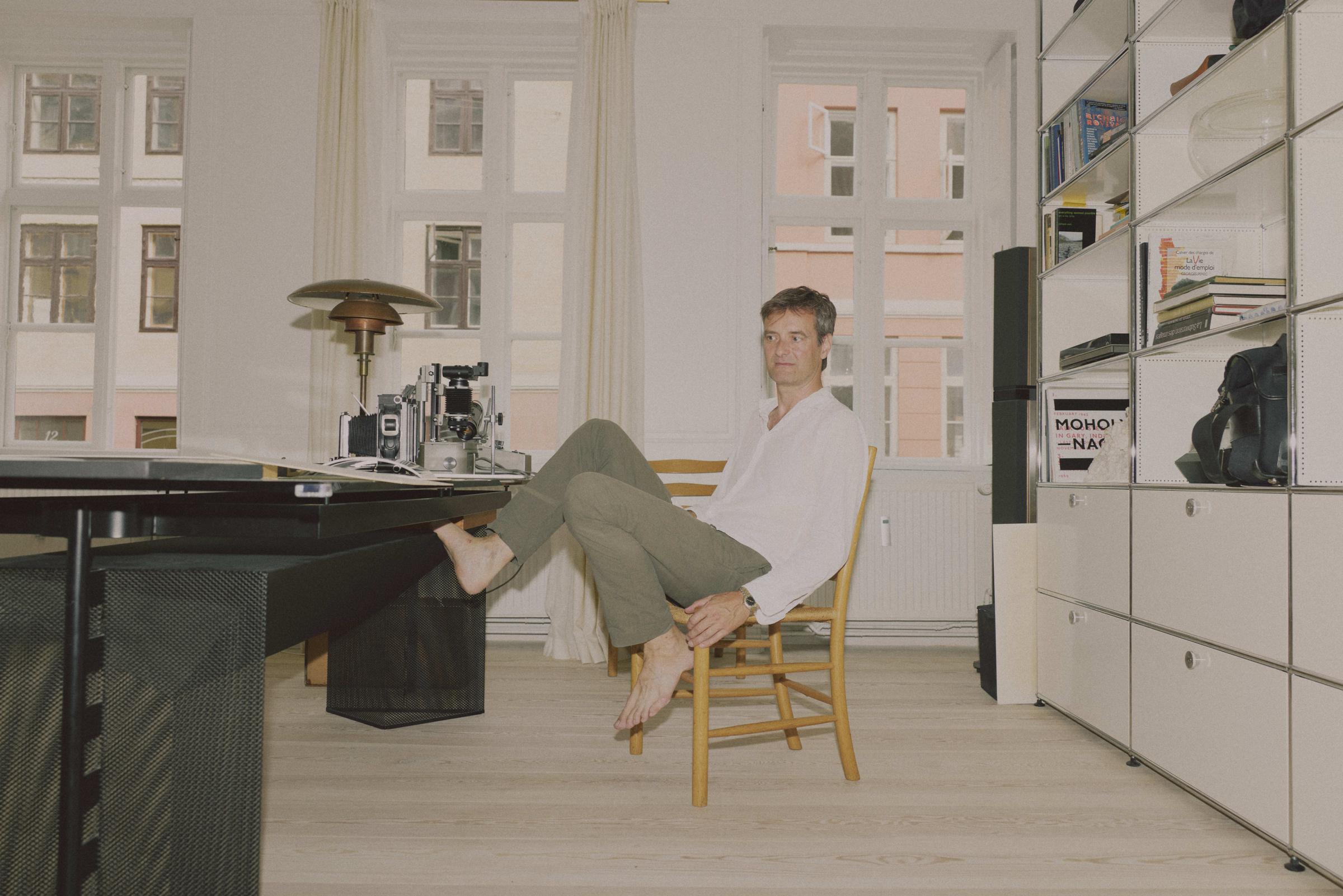 <p>Kunstner Ulrik Heltoft i sit hjem i Studiestræde. Foto: Jonas Pryner Andersen</p> Foto: