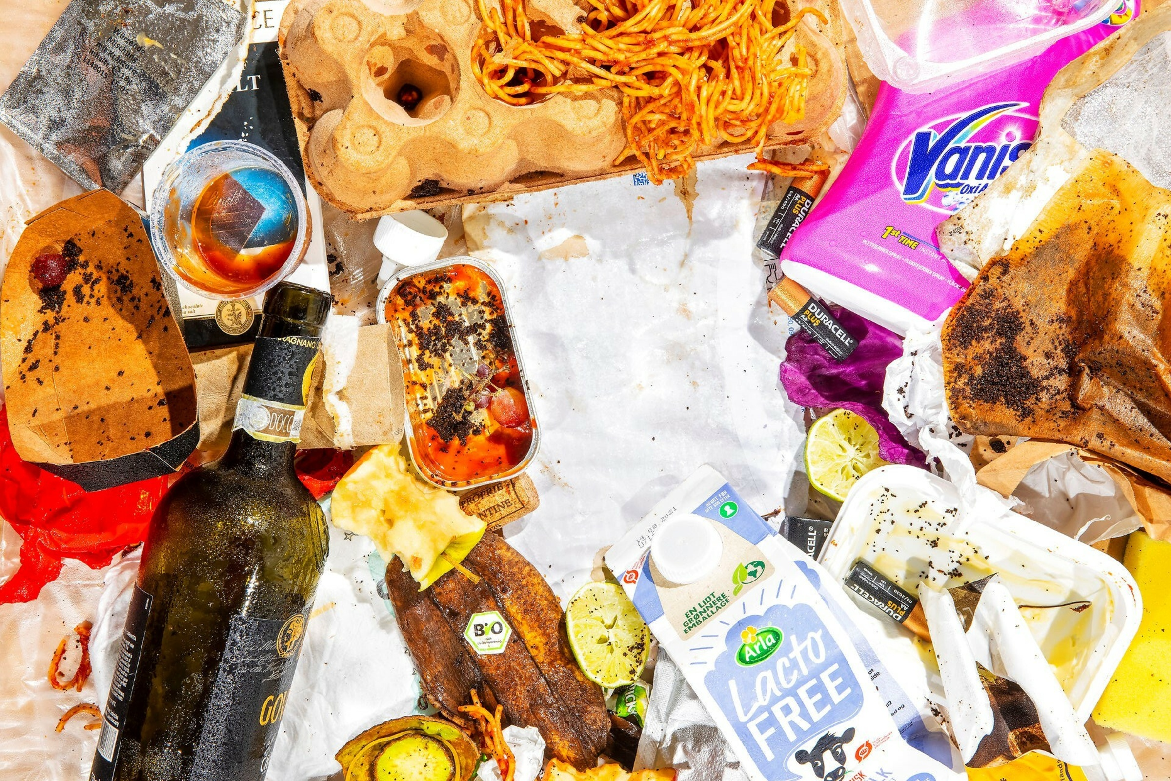 <p>Fremover skal vi sortere vores affald i ti kategorier: mad, metal, glas, plast, papir, pap, tekstil, drikke- og fødevarekartoner, restaffald og farligt affald. Foto: Tobias Nicolai</p> Foto: