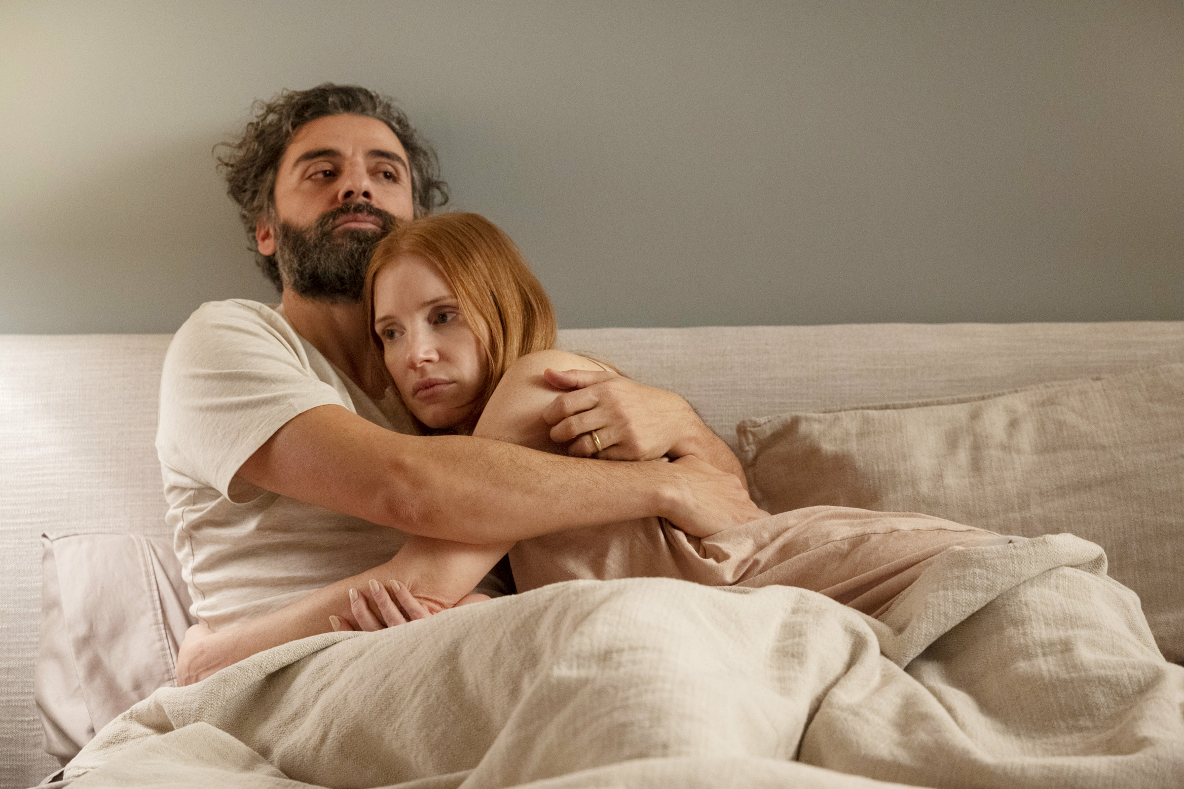 Jonathan og Mira i deres perfekte hjem i deres uperfekte ægteskab i den nye udgave af Bergmanns Scener fra et ægteskab. En traditionel remake, men det virker. Ses bedst alene – uden ægtefælle. Man føler, det kunne smitte. PR-foto: HBO Foto: